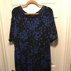 Black and Blue plus size shift dress with key hole